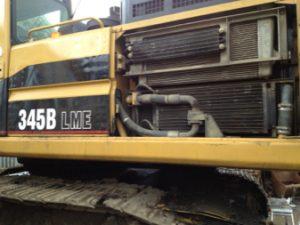 Photo of exposed leaking radiator of caterpillar 345B before being treated with TTP Radfix non clog radiator stop leak